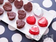 Рецепта Домашни шоколадови бонбони с млечен и натурален шоколад, ром и сметана във формички сърце